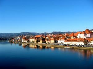 Maribor desde el río Drava