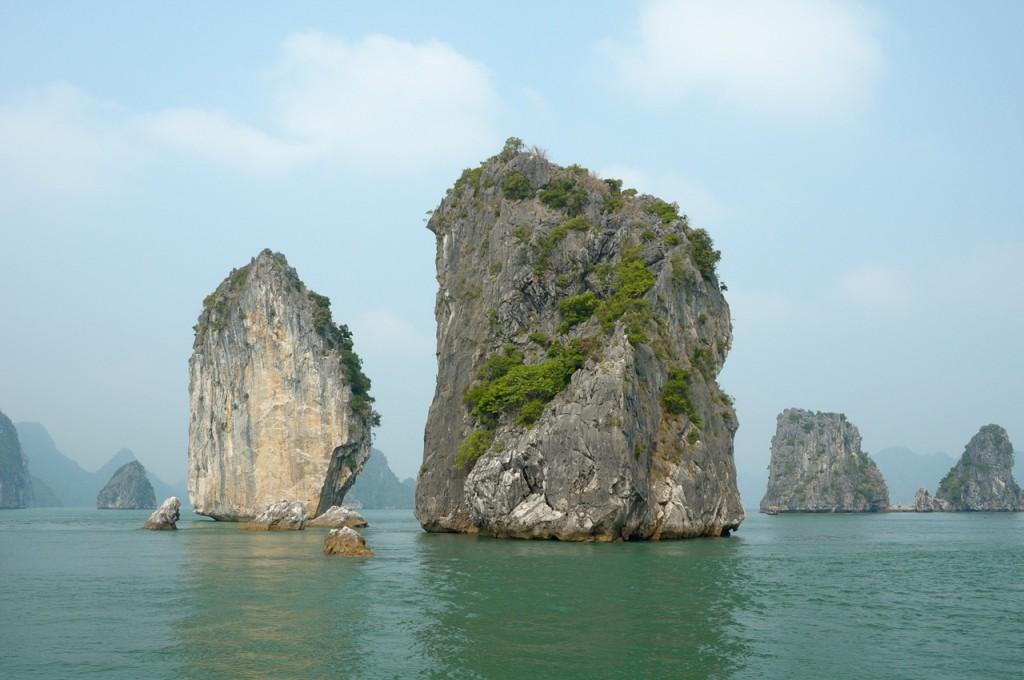 Karst_HaLongBay_Vietnam